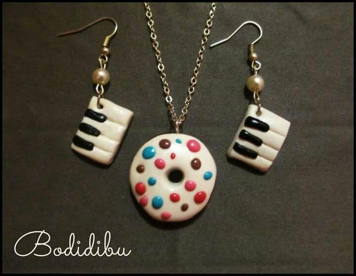 Earrings, polymer fimo. Musical notes, music, keyboard, necklace, candys, piano. Smarties, Bodidibu, tastiera, pianoforte, note musicali, orecchini, collana, polimerica, caramelle, ciambella. Donut.