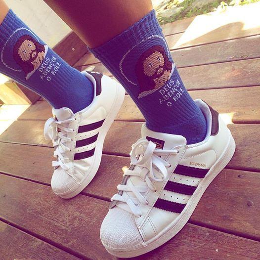 Meia bolovo + adidas superstar = rolé de skate!