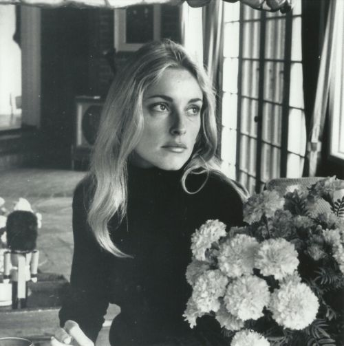 romanbymarta:   Sharon Tate, Summitridge Drive, Beverly Hills,1968.