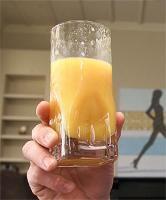 blender recept: Zuurkoolsap. Uitstekende groentesap tijdens sapkuur. Zuurkoolsap heeft een sterk reinigende en ontslakkende werking. Het zuivert de darmen en verwijdert het overtollige vet in het lichaam. Daardoor heeft zuurkoolsap een afslankende werking en voelt u zich energieker. Zuurkool is witte kool die men heeft laten weken in een gearomatiseerde pekel. Detox sap