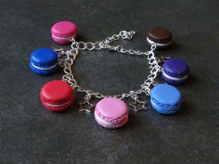Bracelet chaîne, fermoir mousqueton et ces breloques macaron : Bracelet par jl-bijoux-creation