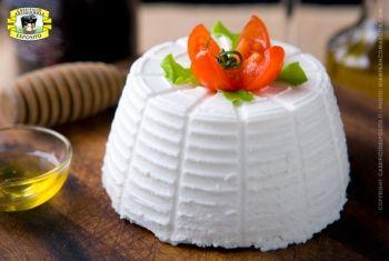 La ricotta di Bufala viene prodotta tutto l'anno, il siero proveniente dalla lavorazione della Mozzarella di bufala viene addizionato al latte di bufala. La Ricotta viene lavorata manualmente, sottoposta a spurgo naturale e salata. La sua pasta è morbida, finemente granulosa, di colore bianco perla. Ha un sapore lievemente intenso ed aromatico ed è usata soprattutto come prodotto da tavola o come ingrediente per molti piatti della tradizione italiana .
