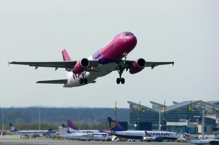 #wizzair #epgd #gdansk #airport; photo: Jakub Hurynowicz