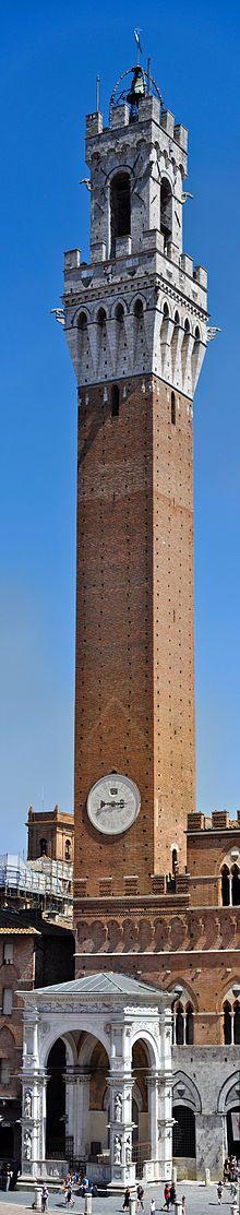 La Torre del Mangia corona el Palazzo Pubblico de #Siena http://www.florencia.travel/ciudades-para-visitar/siena/ #Toscana #Italia