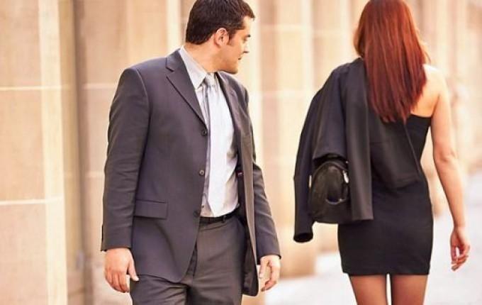 Un uomo diventa ciò che è seguendo i suggerimenti dei suoi compagni di classe, dei suoi amici più grandi, dei modelli cinematografici e dei comportamenti nei film porno. Una donna invece diventa donna osservando le relazioni interpersonali che la circondano. Per questo motivo c'è una bella differenza tra i cervello femminile e quello maschile. Ed …
