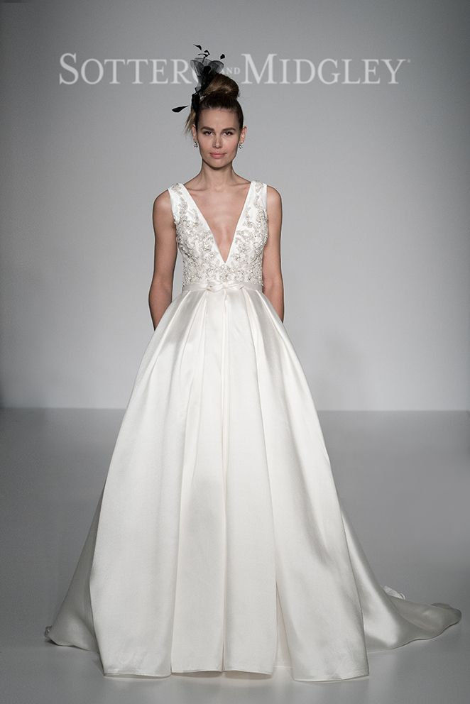 Check out some of our best picks from the #NYIFW and #THEPIERS. New York International Fashion Week showcased some of the best dress designs for bridal. Check out our featured dresses at http://www.latinobrideandgroom.com/maggie-sottero-bridal-market-spring-2017/ or click on the image! Sottero & Midgley: Style - Margot