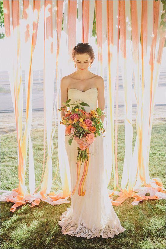 室内でもおすすめ☆タッセルやカーテンで空間をぱっと華やかに♪ 明るいウェディングのアイデアまとめ。結婚式・ブライダルの参考に☆