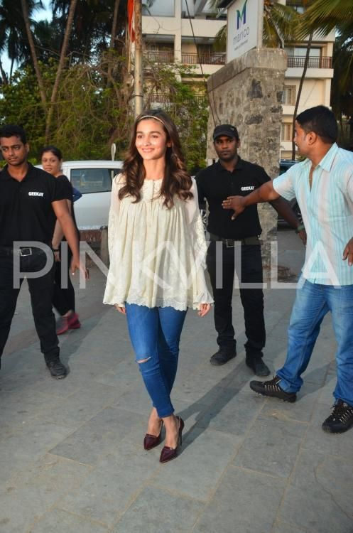 A Casual Alia Bhatt Poses for the Paparazzi at a Launch Event | PINKVILLA