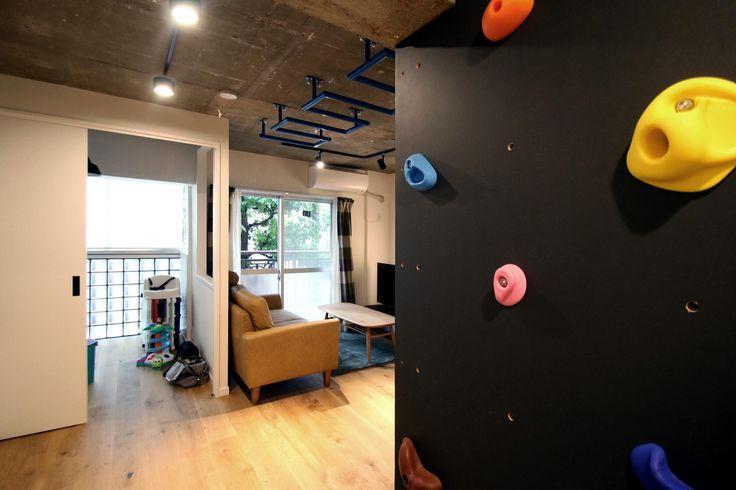 専門家:Cuestudio(キュースタジオ)が手掛けた、LDK(ボルダリング×コンクリートスラブのアスレチック空間)の詳細ページ。新築戸建、リフォーム、リノベーションの事例多数、SUVACO(スバコ)