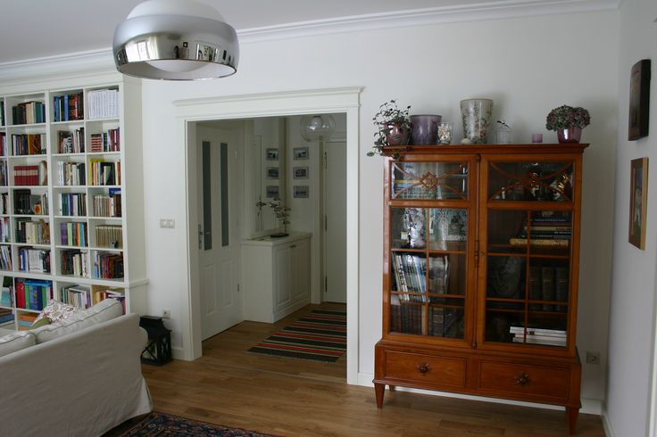 160nm egy szinten - nappali eklektika antik szekrénnyel