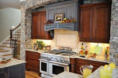 Pictures, information and ideas for kitchen design, remodeling, decorating, budgeting, working with designers, and choosing kitchen appliances, cabinets, and counters.