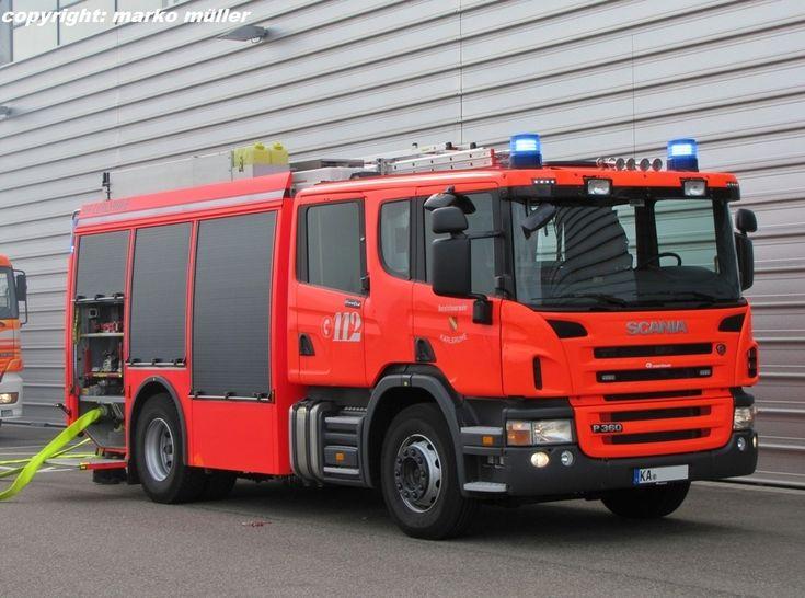 Hilfeleistungs-Löschgruppenfahrzeug (HLF) Scania P360 der Berufsfeuerwehr der Stadt Karlsruhe. Der feuerwehrtechnische Aufbau ist von der Firma Rosenbauer. Aufgenommen in Karlsruhe, September 2013.