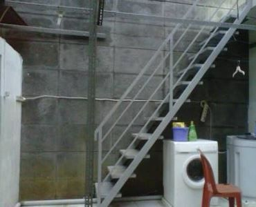 harga dan model tangga baja kayu murah minimalis terbaru