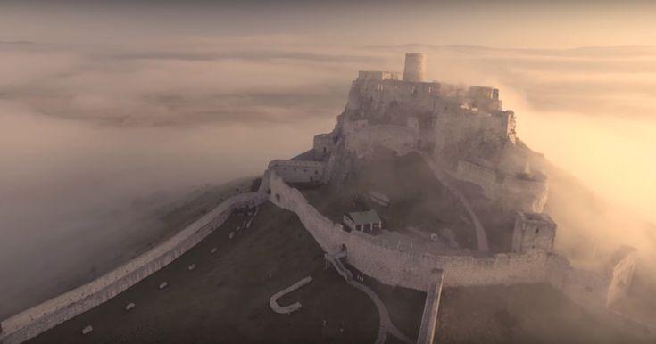 Jeden z najkrajších slovenských hradov v tomto videu môžete vidieť v plnej kráse. Vyzerá, ako by vyrástol na kopci až do nebies, a pôsobí naozaj tajomne. Dostanete sa však až do jeho zákutí a toto video pôsobí priam relaxačne!