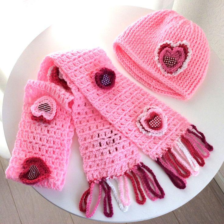 Blij kom mijn nieuwste toevoeging aan mijn #etsy shop te kunnen delen: Kinder Valentijnsjaal en muts, meisjessjaal, meisjesmuts. Hartjessjaal roze, hartjesmuts, meisjes beanie, 4 jaar en ouder, verjaardag meisje #kleding #kinderen #kindersjaal #meisjessjaal #valentijnsjaal #valentijnmeisje #verjaardagcadeau
