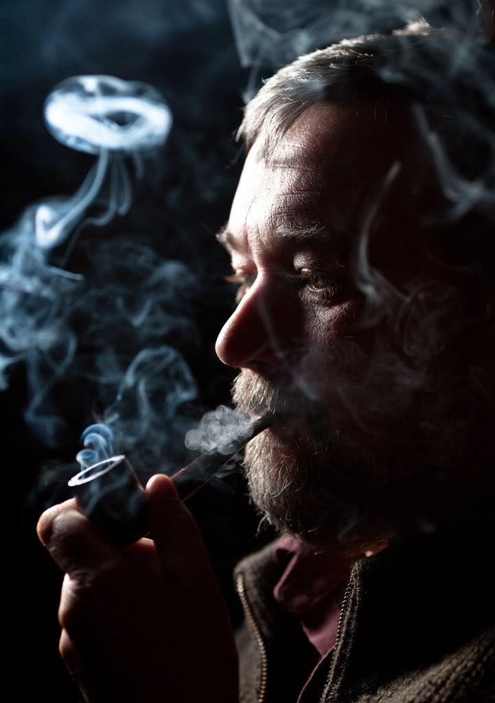 Картинки мужчина курящий трубку