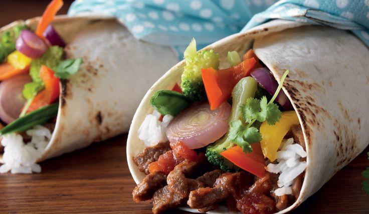 Wraps med lövbiff, wokgrönsaker och ananassalsa