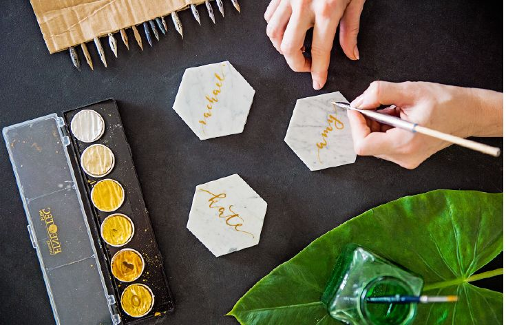 Italian Carrara marble place cards make a memorable memento for your guests. Script the guests names in gold, rose gold or bronze. By @inkifyaustralia