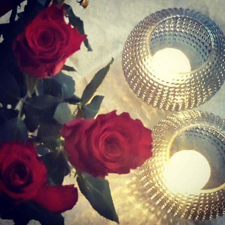 Grått ute- lunt og stemningsfullt inne   #roses #kjærleik #love #lovely #lyslykt #nillefavoritt #nille #homedesign #homedecor #myplace #kos #heimekos #hjemmekos #stemningsfullt #interior #interiør #pynt by bjastl http://discoverdmci.com