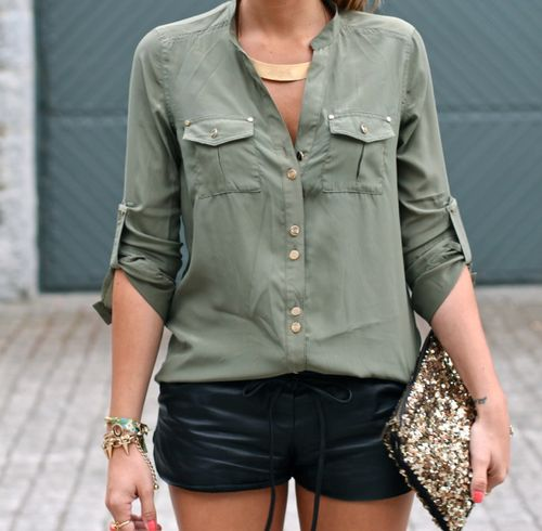 chic: Leather Shorts, Black Shorts, Army Green, Style, Blouse, Shirts, Outfit, Black Gold, Gold Accessories