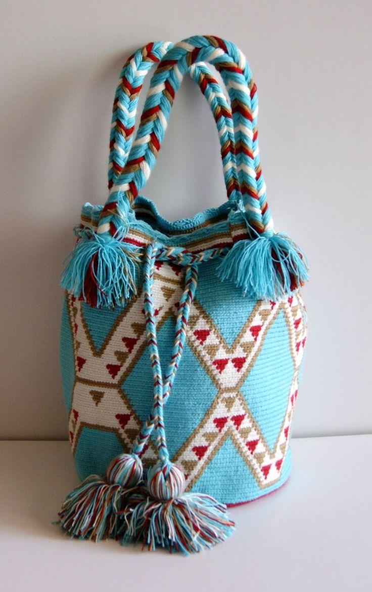 Fashion Wayuu Purse by CaritoCaró http://www.caritocaro.com/wayuubags/wayuu-purse-bag-318.html