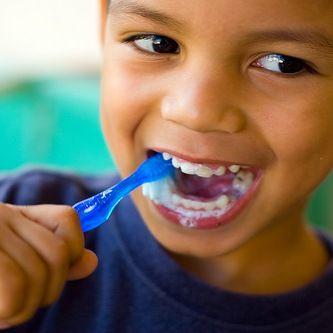 Dobbiamo pulire i #denti dopo ogni pasto, specialmente se a base di zuccheri!