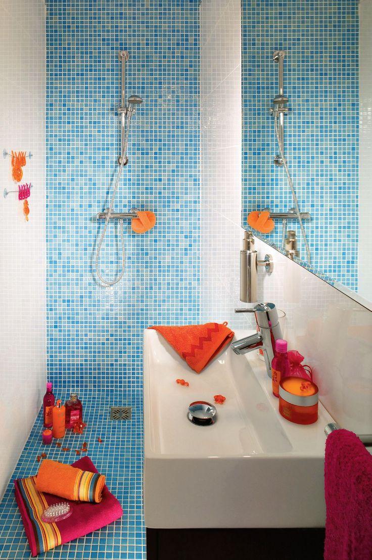 Jeżeli standardowy brodzik nie wygląda dobrze w twojej łazience, a nie chcesz pozbywać się natrysku, proponujemy budowę brodzika z płytek. Jedne z kroków przy jego budowie to montaż izolacji przeciwwilgociowej i wpustu podłogowego. Sprawdź, jak to zrobić.