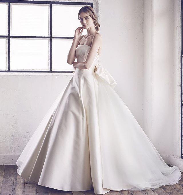 Hatsuko Endo Weddings Dress:ANTONIO RIVA(アントニオ・リーヴァ) No.2702/ベーシックでクラシカルなAライン。取り外し可能なチュールトレーンが華やかなボリュームをプラス。バックのBOWがより存在感を放つ。 ハツコ エンドウ ウェディングス銀座店 03-3563-1411 #hatsukoendo#antonioriva#wedding#dress#image #photo#italy #ginza#tokyo #ハツコエンドウ#アントニオリーヴァ#ウェディング#ドレス#イメージ#写真#イタリア#銀座