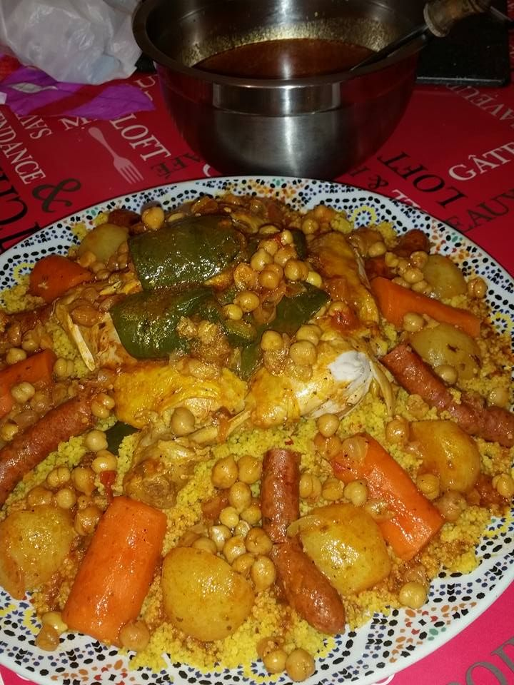 Une recette de couscous fait avec des légumes frais. La semoule se fait à part !