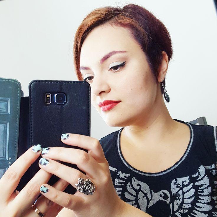 Mint and black to rock this day! ✩  #redhead #pixiehair #dailymakeup #selfie #mintandblack #hardrockcafe