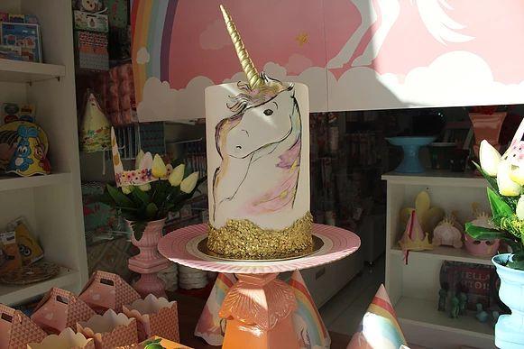 sukielanzafestas Bolo Unicórnio, Cake Unicorn, pintado a mão em aquarela arco íris e dourado