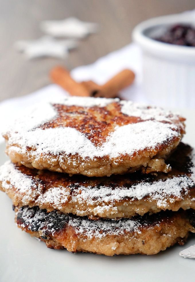 Rezept für gesunde Pancakes mit Hüttenkäse, Haferflocken und roter Grütze mit Chiasamen - Gaumenfreundin.de Foodblog