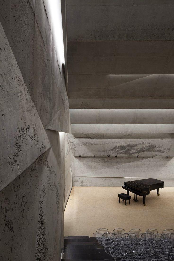Concert Hall Blaibach Interni Pietra Architettura Pianoforte leggi il post http://italystonemarble.com/2014/12/09/progetti-di-pietra-la-concert-hall-di-blaibach/