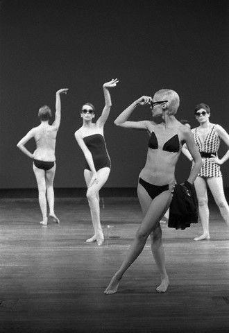 Модели в купальниках, созданных Руди Гернрейхом (1968 год)
