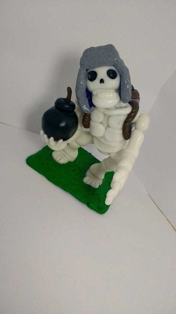 Esqueleto Gigante Clash Royale - Realizado en porcelana fría - Hecho a mano en Ecuador - $15 / Giant Skeleton Clash Royale - Made in cold porcelain - Handmade in Ecuador - $15