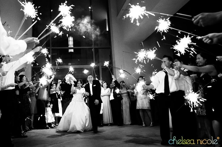 sparklers! love it!Farewell Sparklers, Cute Ideas, Sparklers Send, Grand Exit, Sparklers Exit, Birthday Sparklers, Wedding Sparklers, Long Sparklers, Sparklers Pics
