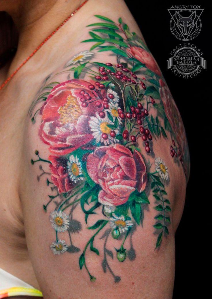 Цветы - розовые пионы и ромашки, тату на плече у девушки  (Flowers - pink peony/paeony) by Angry Fox Tattoo