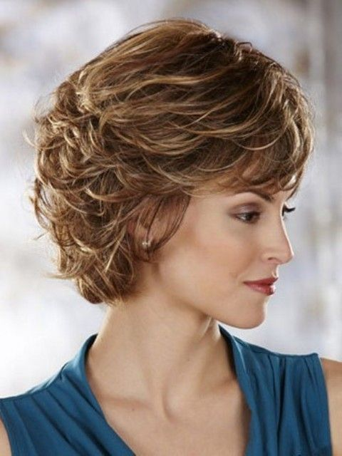 Pretty Short Hairstyles for Older Women Above 40 and 50-2