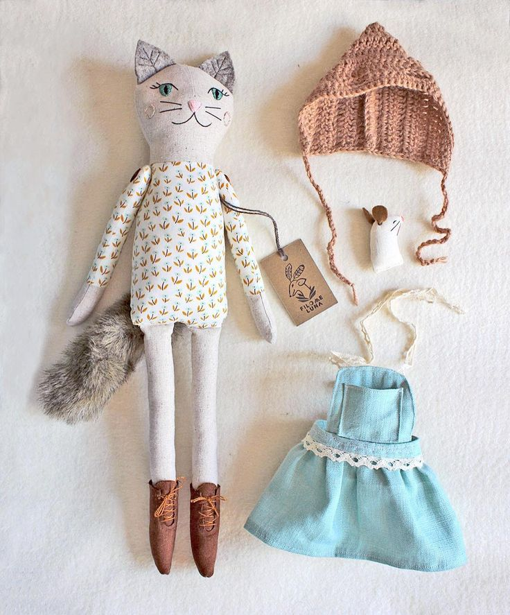 good morning! a reminder for the people who would like a custom doll from me (cat, owl, deer or Oleaf) the last spots of the year are available until October 18th thru my website {link in profile} after that I will only have RTS dolls  #filomeluna