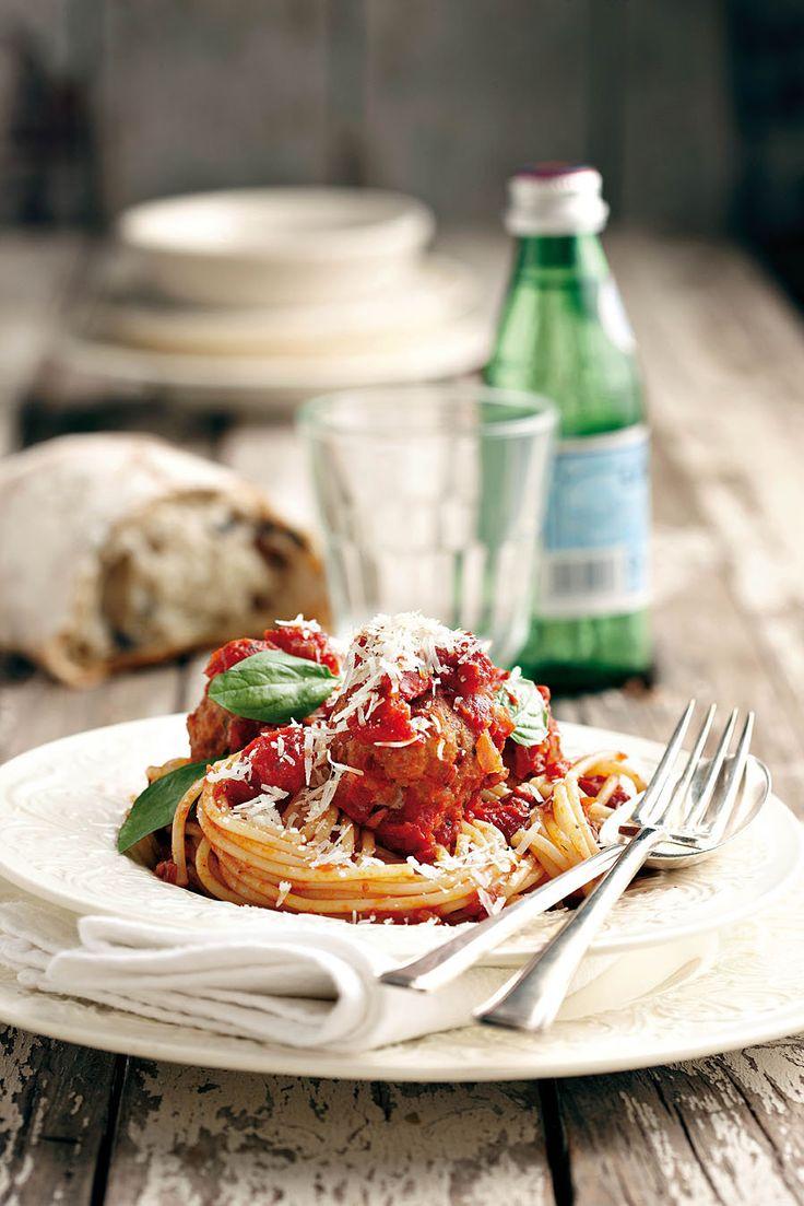 Frikkadelle met tamatiesous en spaghetti