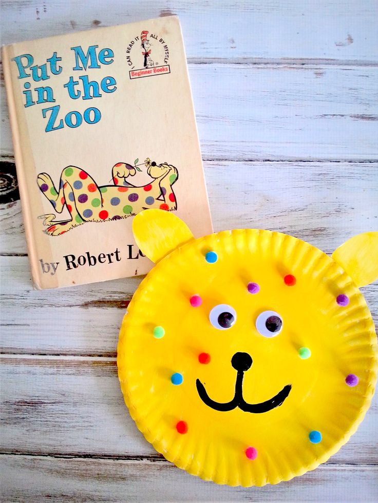 Colorful toddler & preschool crafts based on books are my favorite and this Put Me in the Zoo Paper Plate Craft is a fantastic addition to Dr Seuss day.