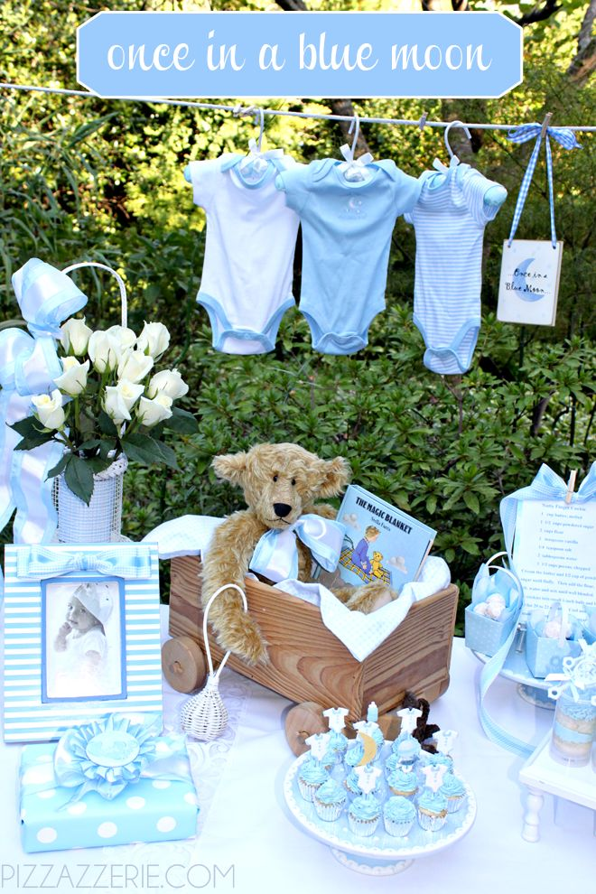 Baby shower perfecto para un niño, con la temática Once in a Blue Moon.