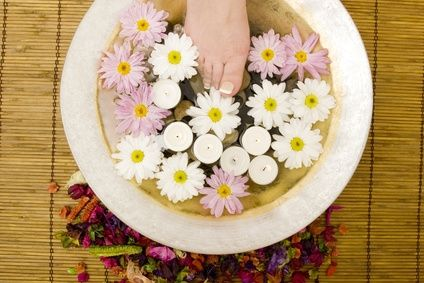 How to Detoxify With a Foot Bath