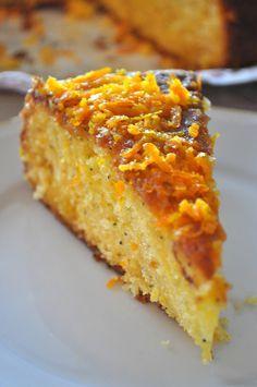 BURADA daha önceden yayınladığım Mısra'nın doğum gününde yer alan lezzetlerden birisi Portakal Soslu Kek idi. Bu keki ismine hiç de yaban...