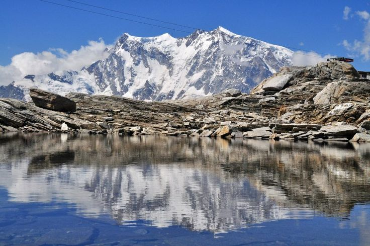 Monte Rosa si riflette nel Lago Smeraldo al Monte Moro