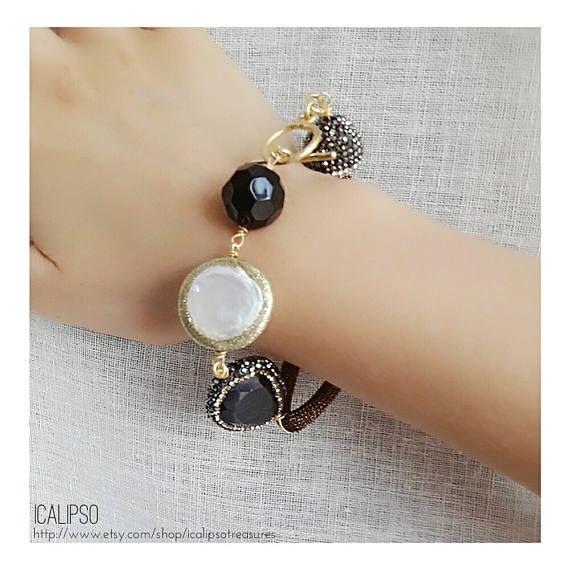 Ehi, ho trovato questa fantastica inserzione di Etsy su https://www.etsy.com/it/listing/540366489/braccialetto-della-perla-gioielli-di