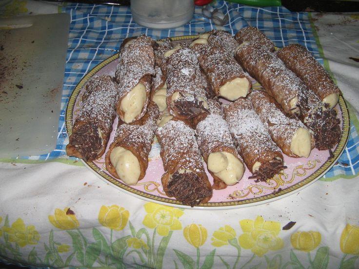 cannolo siciliano con mousse al pistacchio