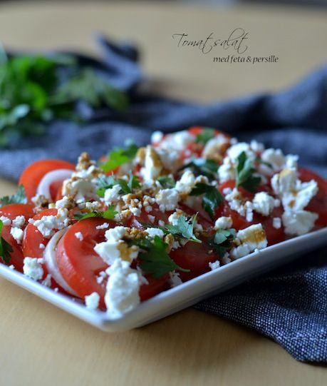 Tomater er en genial ting at have i køkkenet. Tomat kan spises til næsten alt og næsten uanset hvad du gør ved entomat,smagerden himmelsk. Tomatsalaten er jo en klassiker med tomater; enkelt, let og super velsmagende. Denne tomatsalat er med feta i stedet for mozzarella, persille frem for basilikum og gule løg frem for rødløg...Read More »
