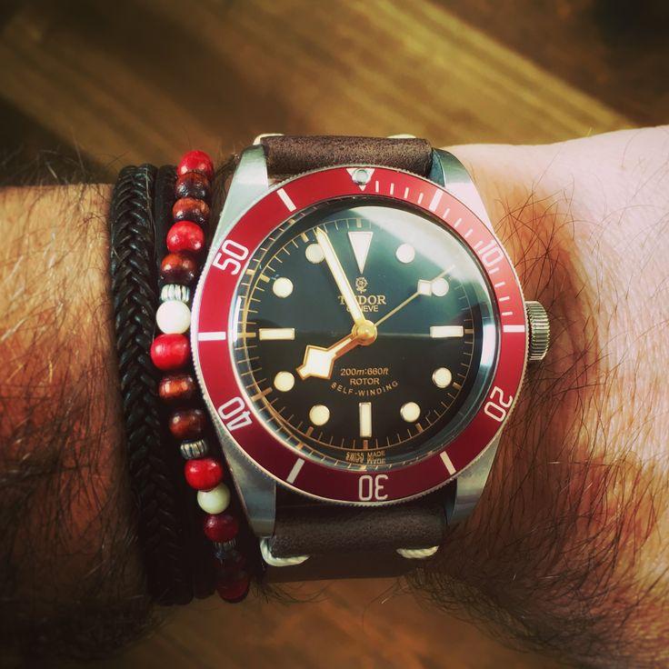 Vintage Black Bay Red