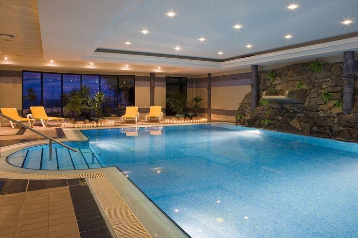 Erholsame Poollandschaften auf Ihrer Yoga-Reise im Hotel Galosol auf Madeira. http://www.neuewege.com/Yoga-Reisen/Portugal/Madeira/Hotel-Galosol-Sich-selbst-mit-Vini-Yoga-neu-erspueren-_5PTS0401